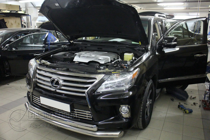 Lexus LX570 (III)