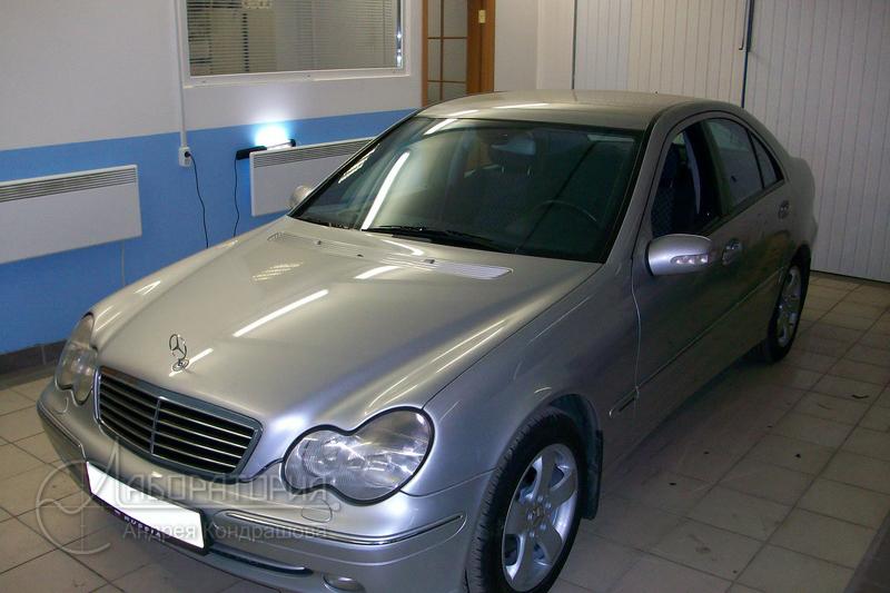 Mercedes E320 (W203)