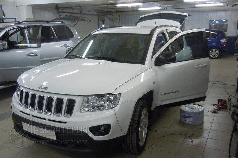 Lab_Jeep_Compass_1